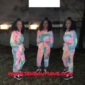 Cayanne- Two Piece Tie Dye Sweatsuit